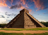 The Feather Serpent - Equinox in Kukulkan Pyramid, Chichen Itza — Stock Photo