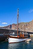 Stary drewniany jacht w puerto de santiago, teneryfa — Zdjęcie stockowe