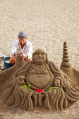 Unknown artist works on his sand Buddha sculpture in Los Cristia — Stock Photo