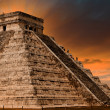 Pyramide de Kukulkan au site de chichen itza, Mexique — Photo