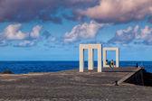 People in the Tensei Tenmoku Sculpture, Garachico, Tenerife, Spa — Stock Photo