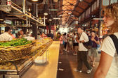 Tourists visiting the famous San Miguel Market, Madrid — Stock Photo
