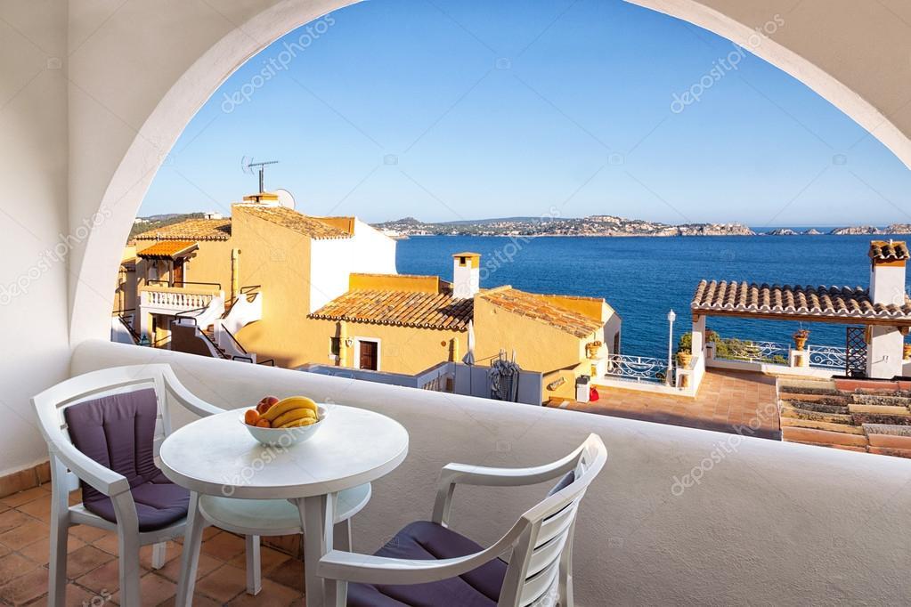 Балкон с видом на море - стоковое фото somatuscani #31851993.