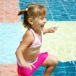 Little girl in a swimming pool — Foto de Stock