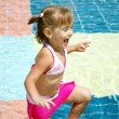 Little girl in a swimming pool — 图库照片