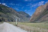 Mountain landscape. Mountain road. Mountain Altai. — Стоковое фото