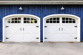 Double garage doors — 图库照片