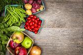 Pazar taze meyve ve sebze — Stok fotoğraf