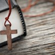 Cross and Bible — Stockfoto