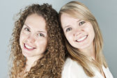 Portrait of two smiling women — Stockfoto