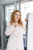 Real estate agent holding keys in office — Stock Photo
