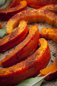 Preparing pumpkin slices for roasting — Stockfoto