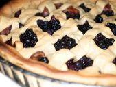 Fresh dark blue berry pie — Stock Photo