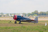 """T-6 """"Texan"""" trainer plane taxis to the parking — Stock Photo"""