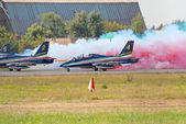 MB-399 from Frecce Tricolori team generates smoke before takeoff — Stock Photo