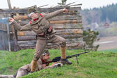 Soldiers defend position — Stock Photo