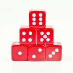按顺序叠放,红色骰子 — 图库照片