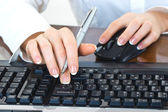 Hands working on the keyboard — Stock Photo