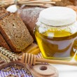 Bread and honey — Stock Photo