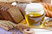 Bread and honey — Stock Photo