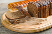 Rye bread and rye ear — Stock Photo