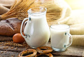 Bread with a mug of milk — Stock Photo