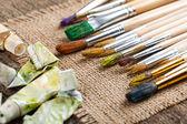 Boyalar ve fırçalar — Stok fotoğraf
