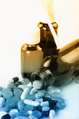 Montón de pastillas de colores. — Foto de Stock