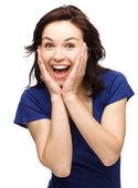 Kadın yüzünü şaşkınlıkla tutuyor — Stok fotoğraf