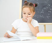 Little girl is studying — Stock Photo