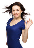 Woman is showing OK sign — Stock Photo