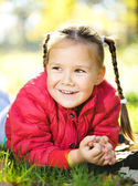 Portrait of a little girl in autumn park — Stock Photo