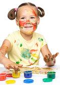 Retrato de una chica guapa jugando con pinturas — Foto de Stock