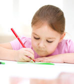 Süße bengel zeichnen mit filzstift — Stockfoto
