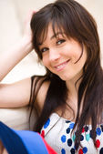 Portrait of a young woman — Stockfoto