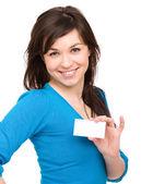 Giovane donna è in possesso di biglietto da visita — Foto Stock