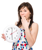 Jeune femme tient la grosse horloge — Photo
