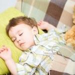 lindo niño está durmiendo — Foto de Stock   #26914077
