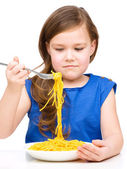 Little girl is eating spaghetti — Stock Photo