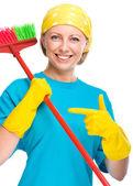 Jonge vrouw als een schoonmaak meid — Stockfoto
