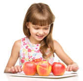 Little girl with red apples — Photo