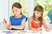 Little girls are drawing using felt- tip pens — Stock Photo