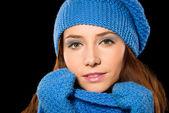 Młoda kobieta szczęśliwa sobie szmatki zimowy — Zdjęcie stockowe