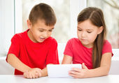 Children are using tablet — Photo