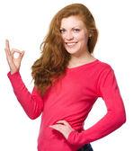 Mulher está mostrando sinal ok — Foto Stock