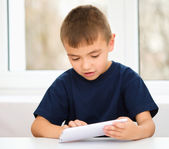 Young boy is using tablet — Stock Photo