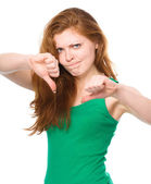 Woman is showing thumb down gesture — Stock Photo