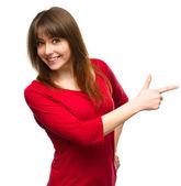 一个指向右方的年轻女子的画像 — 图库照片