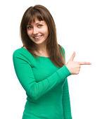 портрет молодой женщины, вправо — Стоковое фото