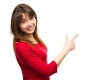 Retrato de uma jovem mulher, apontando para a direita — Foto Stock